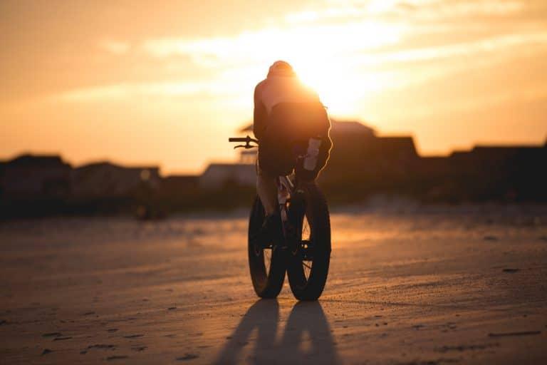 vélos électriques à la plage